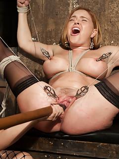 Lesbian BDSM Pics